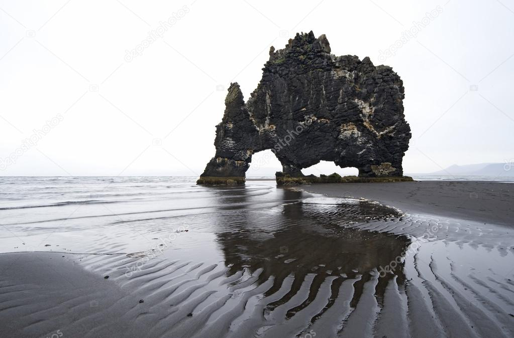 Hvitserkur Basaltfelsen im Meer, Iceland