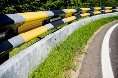 Guardrail with protection for motorcyclists