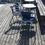 야외 레스토랑 노천 카페 테이블의 자 — 스톡 사진 © Voyagerix ...