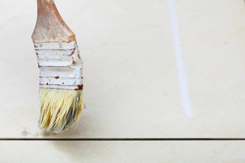 Ristrutturazione in casa spazzola stucco primer di piastrelle