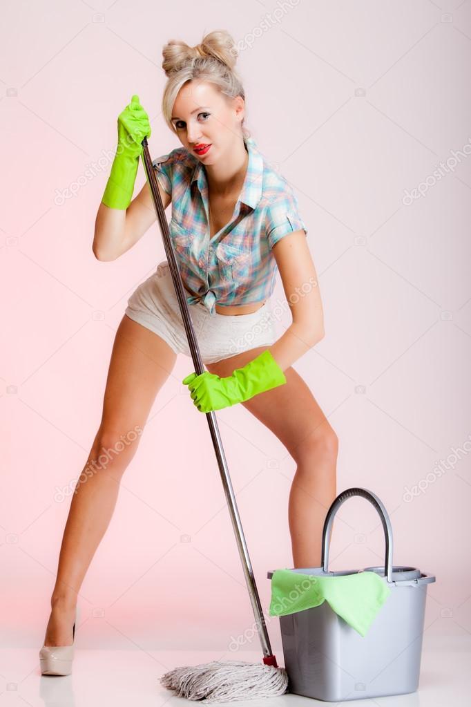 Сексуальная девушка домохозяйка