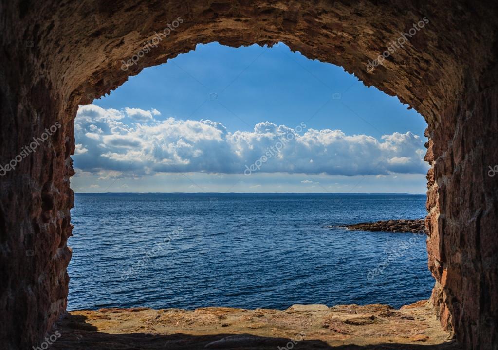 Vue de paysage marin mer bleue de ch ssis de fen tre de for Fenetre qui rentre dans le mur