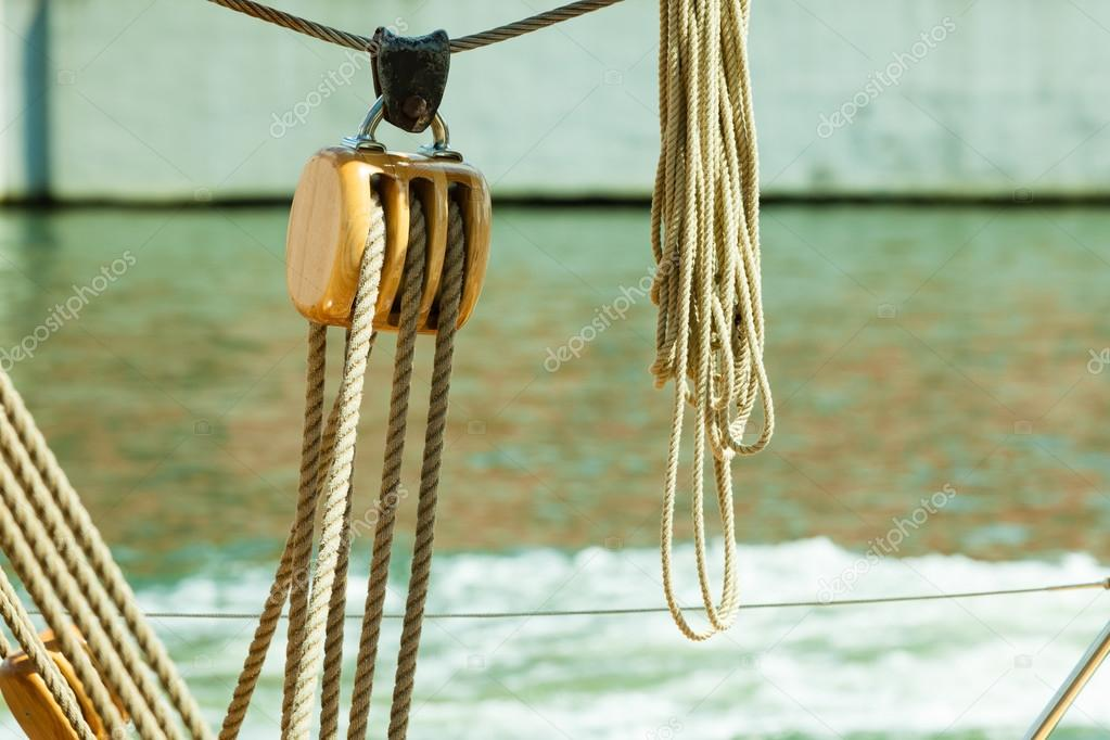 Nautica da diporto bloccare con la corda dettaglio di for Parti di una barca a vela