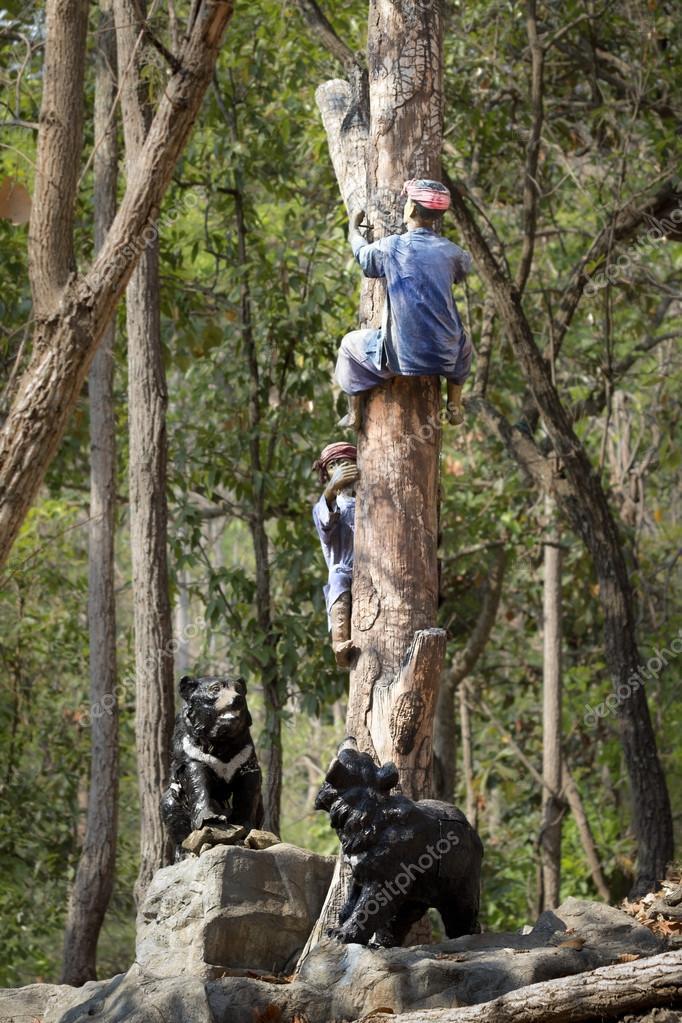 grimper sur un arbre des ours des sculptures dans zoo photographie toa55 24415227. Black Bedroom Furniture Sets. Home Design Ideas