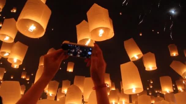 lebegő ázsiai lámpák, chiangmai, Thaiföld