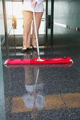 Fotografie Arbeitnehmer ist die Reinigung der Etage in einem Bürogebäude