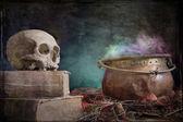 a régi könyv és a vörösréz üst régi koponya
