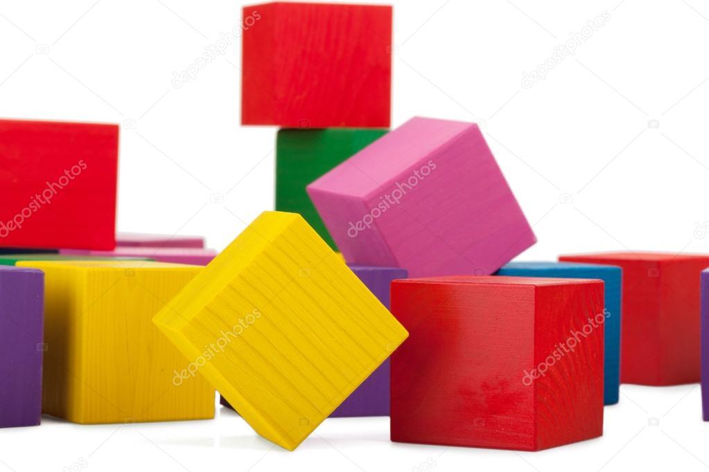 bloques de madera pila de cubos coloridos o aislados de juguete para nios u