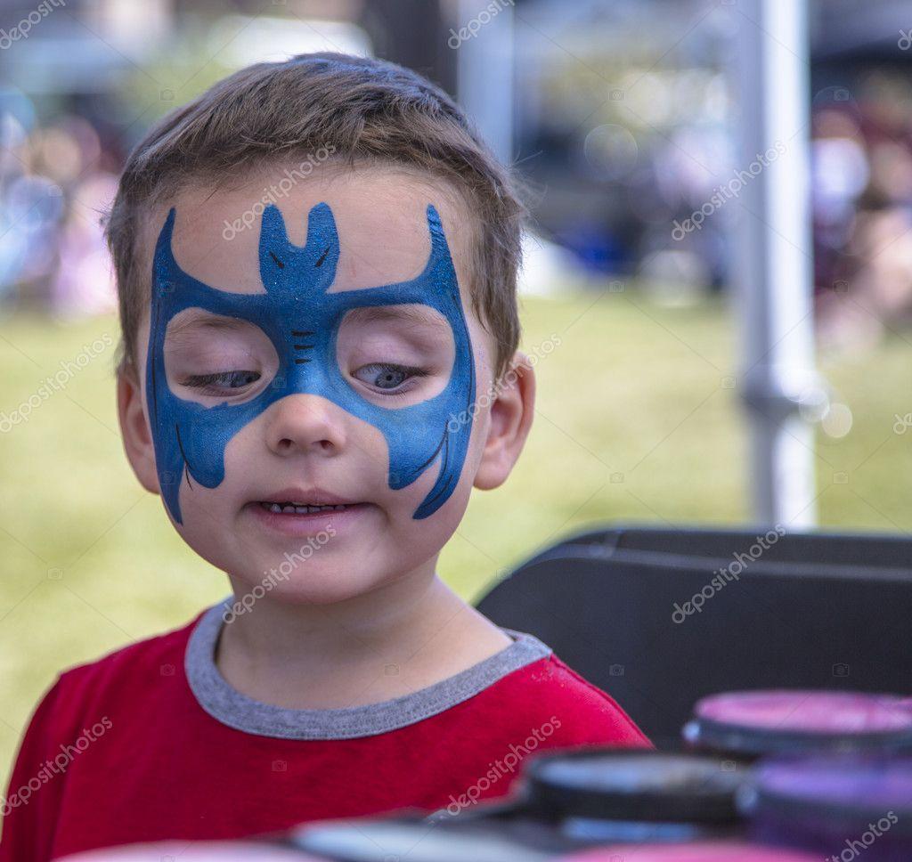 Genç Oğlan Mavi Yüz Boyama Başlarken Stok Foto Michelkelly 12383047