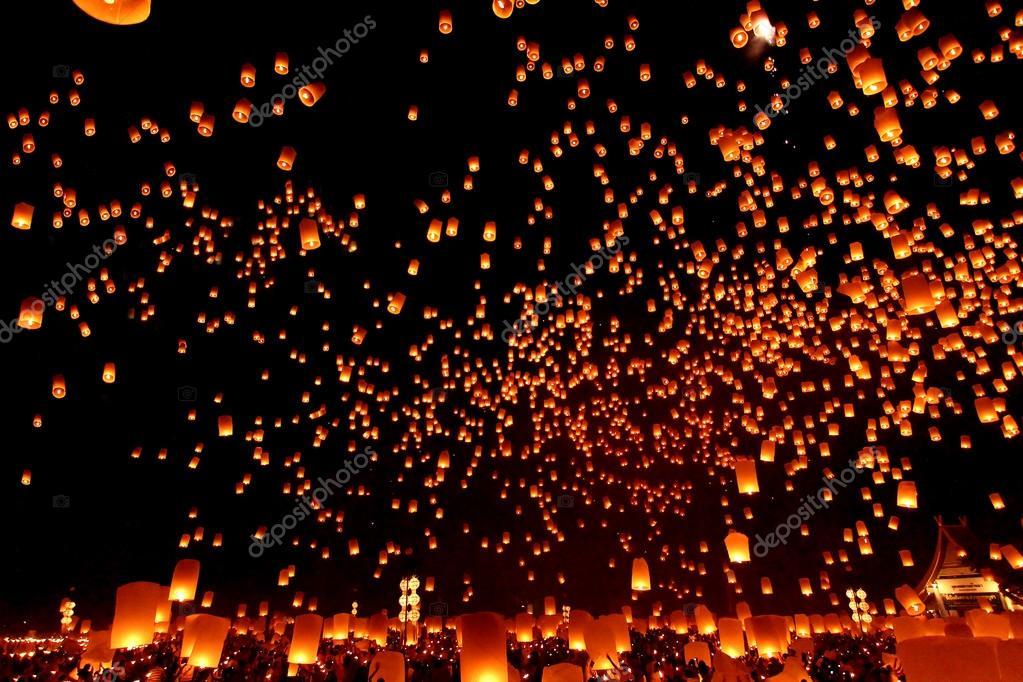 CHIANGMAI, THAILAND - OCTOBER 25:Thai people floating lamp.