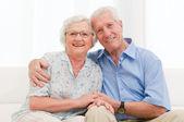 szerető idősebb pár