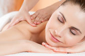 Photo Smiling woman massage