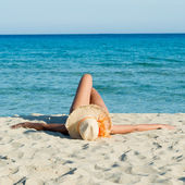 A strand napozó