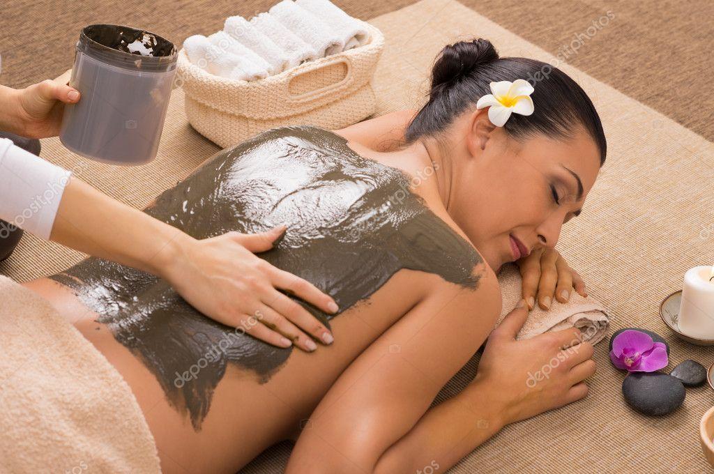 Green Clay Treatment At Spa