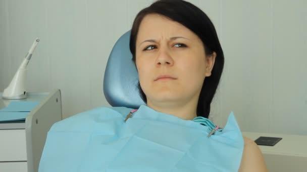 stomatologie. rozhovory lékař pacientovi