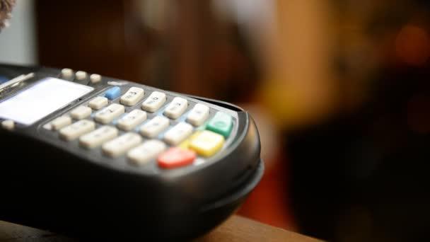 kreditní kartou platební terminál
