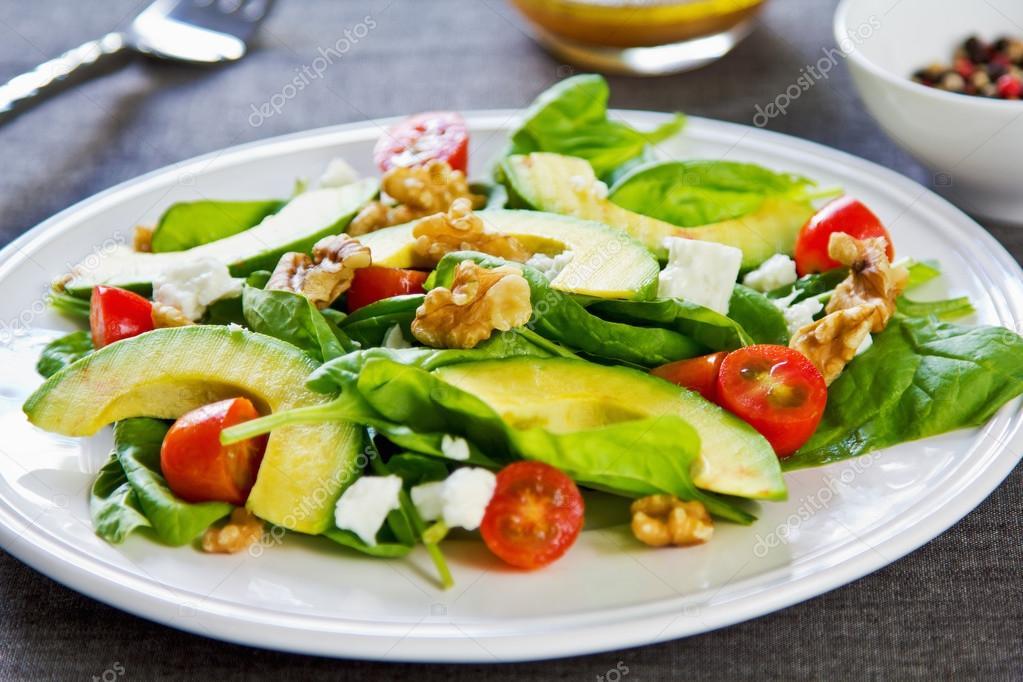 Salat avocado walnuss
