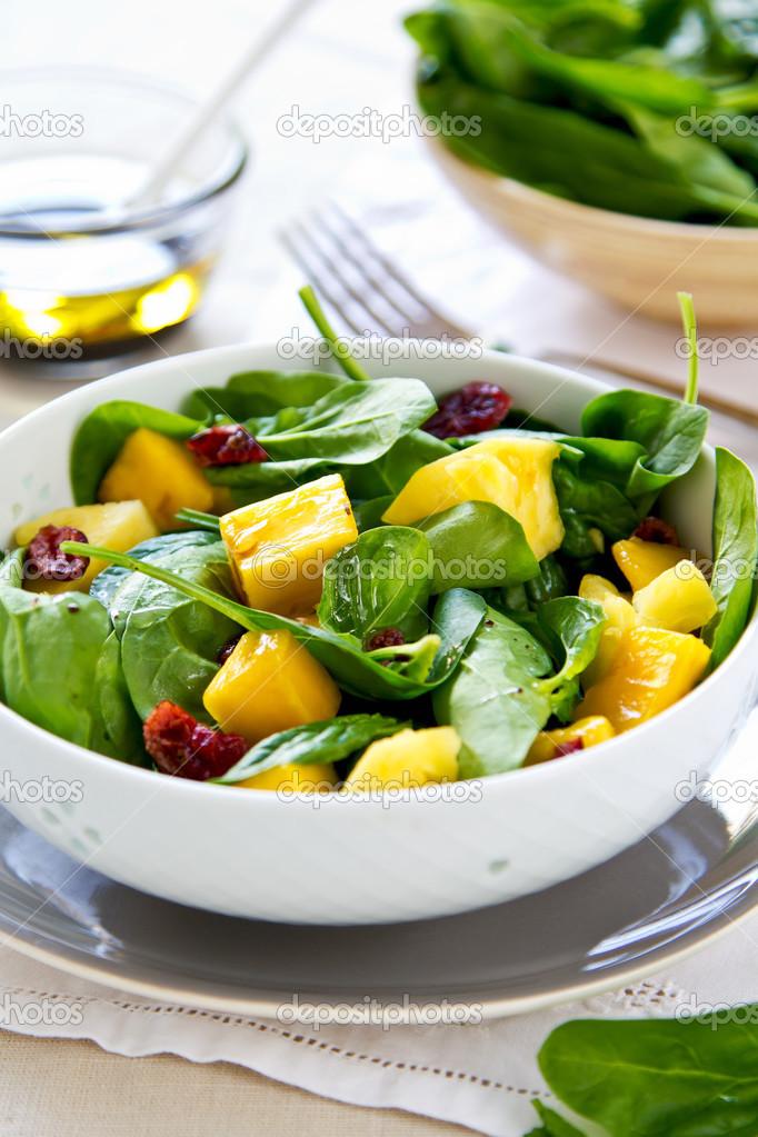 Mango I Ananasa Z Szpinakiem Salatka Zdjecie Stockowe