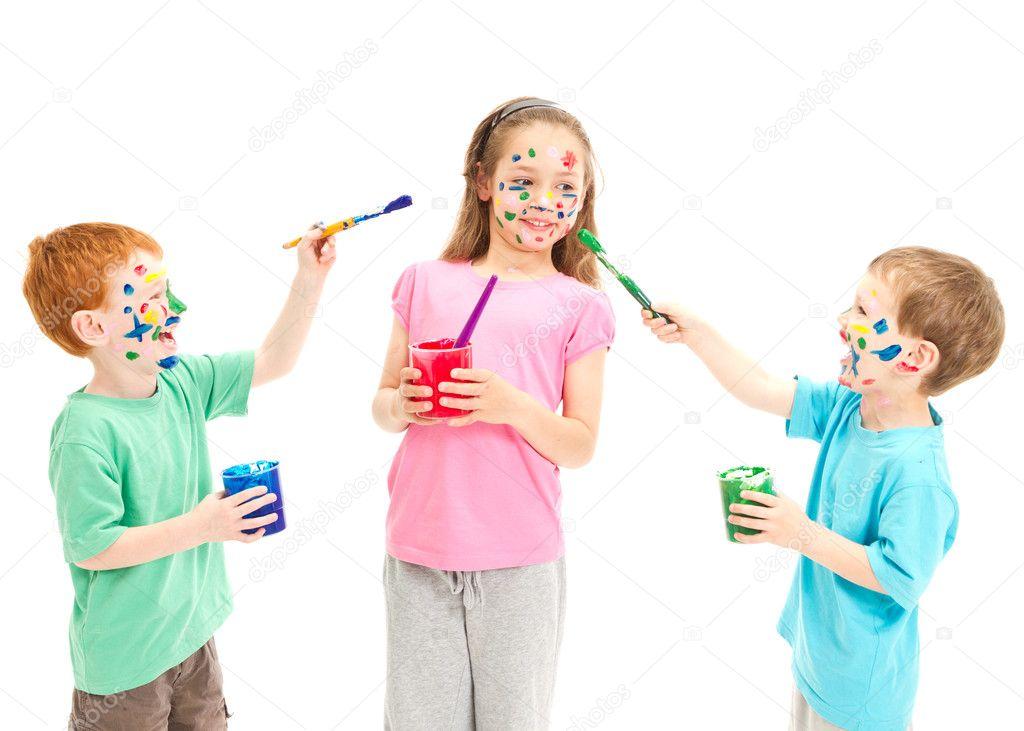 niños pintando el uno al otro — Foto de stock © sdenness #14354413