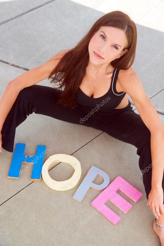 spreuken kleur vrouwelijke spreuken hoop in kleur houten blok letters — Stockfoto  spreuken kleur