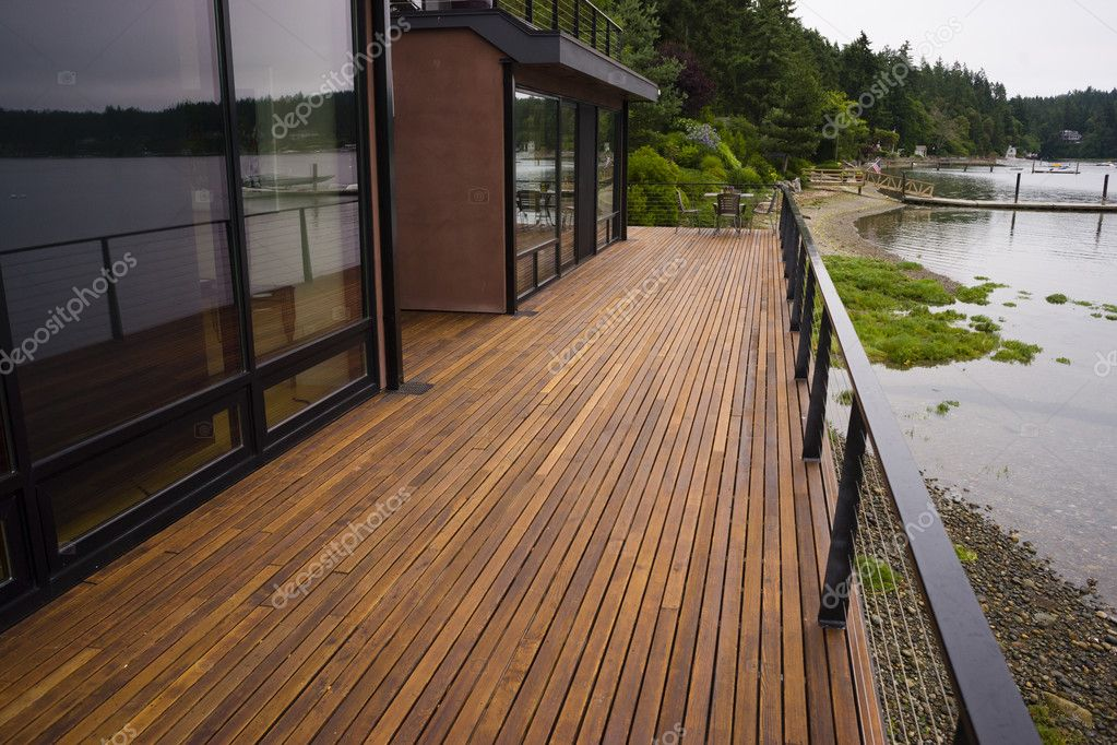 Houten plank dek terras strand water hedendaagse waterkant thuis