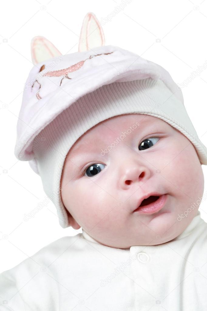 Un mignon petit enfant. le bébé pourrait être un garçon ou une fille et a  les yeux bleus. Utilisez-le pour un concept de parentalité ou amour — Image  de ... 9a148928cf5