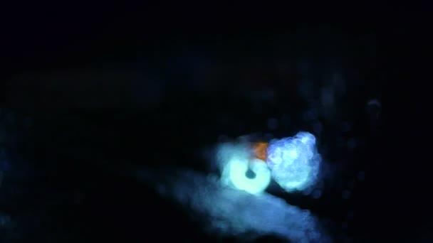 modrý reflektor auta