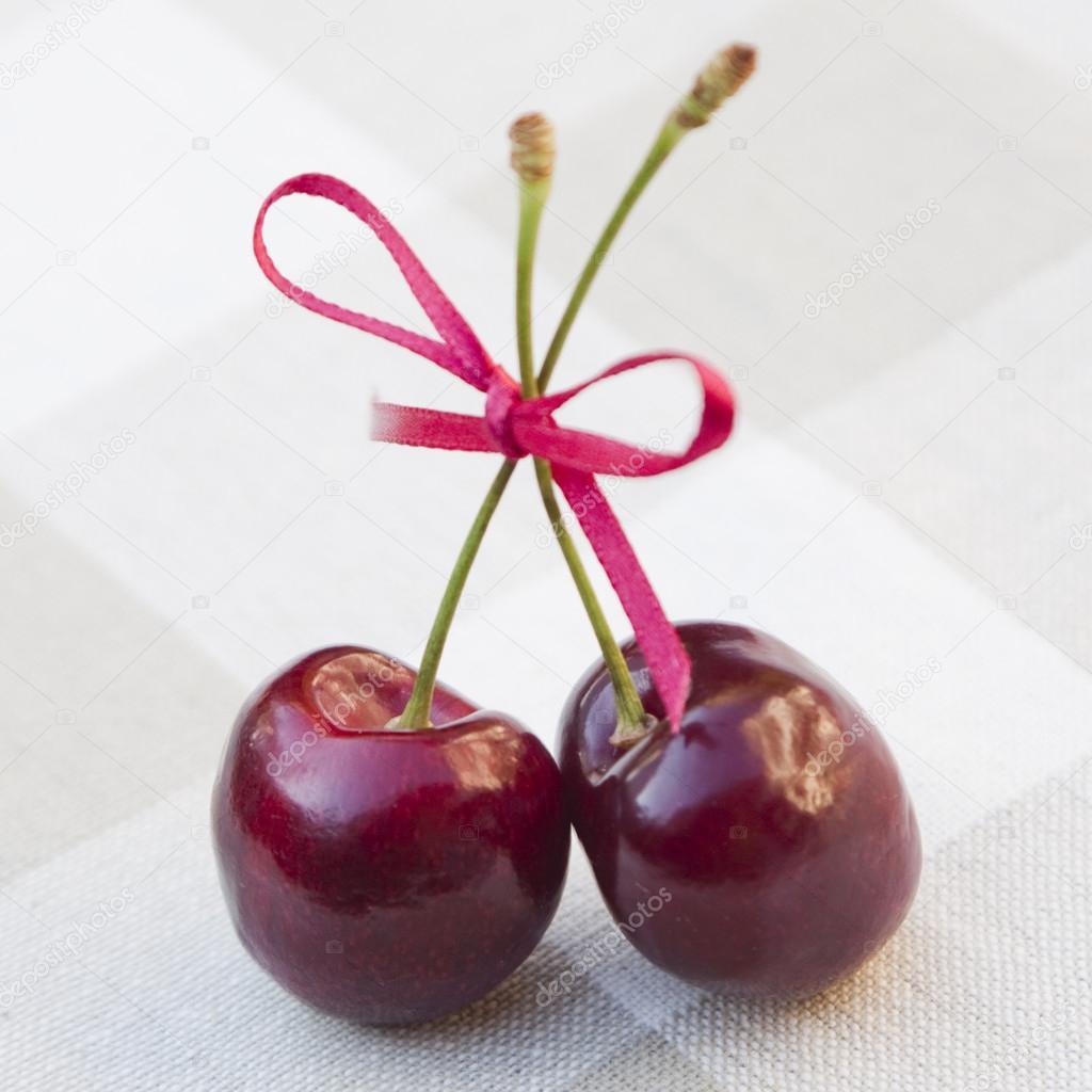 Zwei Kirschen