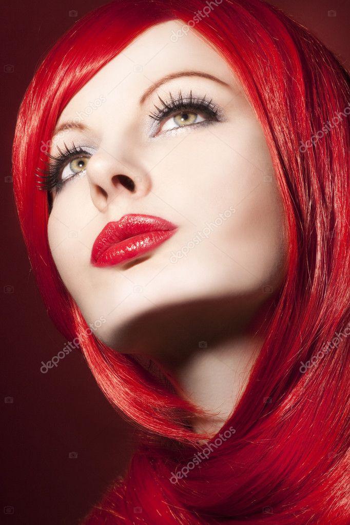 portrait de la belle femme aux cheveux rouge brillant photographie piolka 19899245. Black Bedroom Furniture Sets. Home Design Ideas