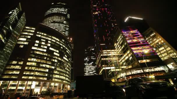nové mrakodrapů Moskva obchodní centrum na večer