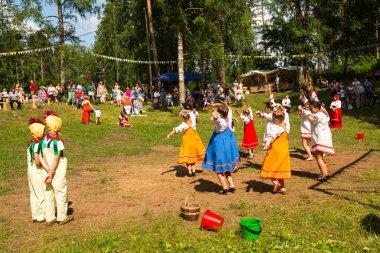 Yerel halkın Ivan kupala günü kutlanıyor