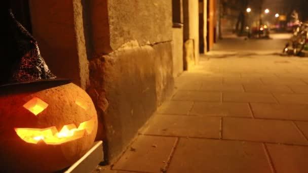 Jack-o lucernou - halloween dýně na ulici.