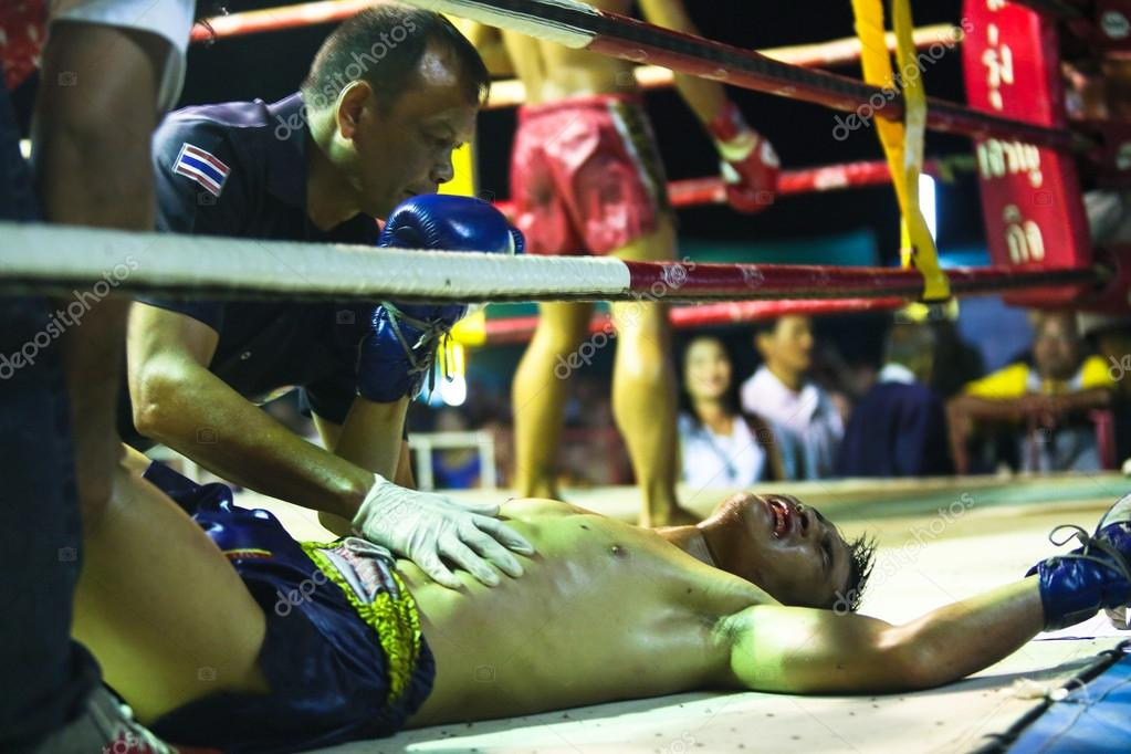 Unidentified Muaythai fighters in the ring