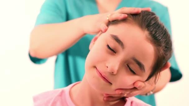 rehabilitace pro děti s krční problémy