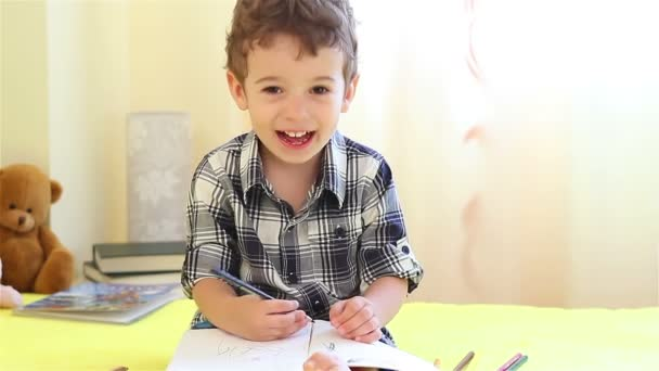 malý chlapec, barevné obrázky