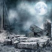 Noční scenérie s troskami města