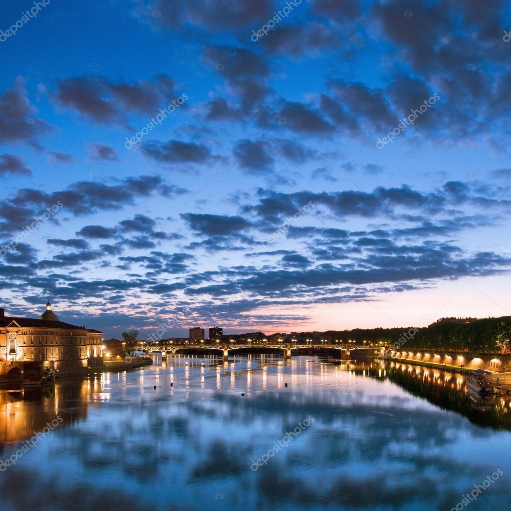 Toulouse france hotel de ville pont saint pierre saint - Piscine pont st pierre 27 ...