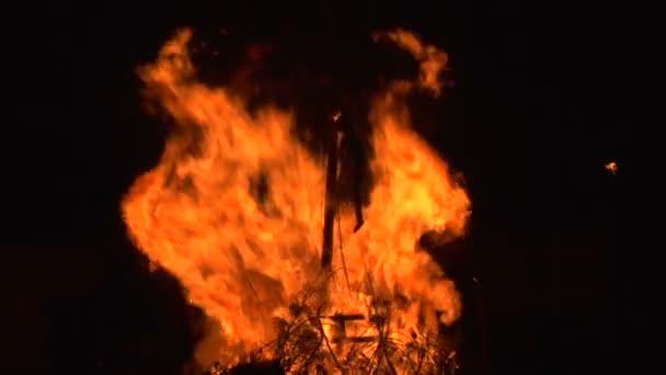čarodějnice vypálit zpomalené