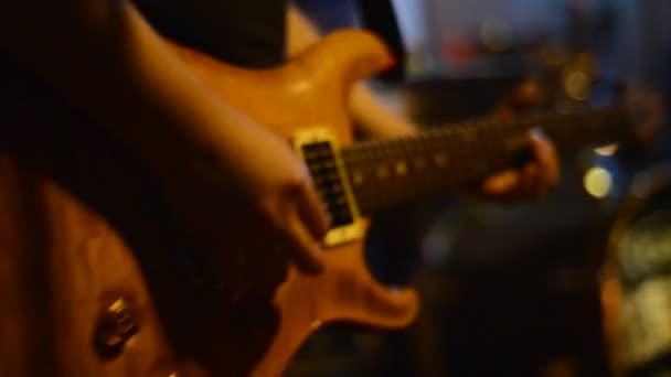 a gitár