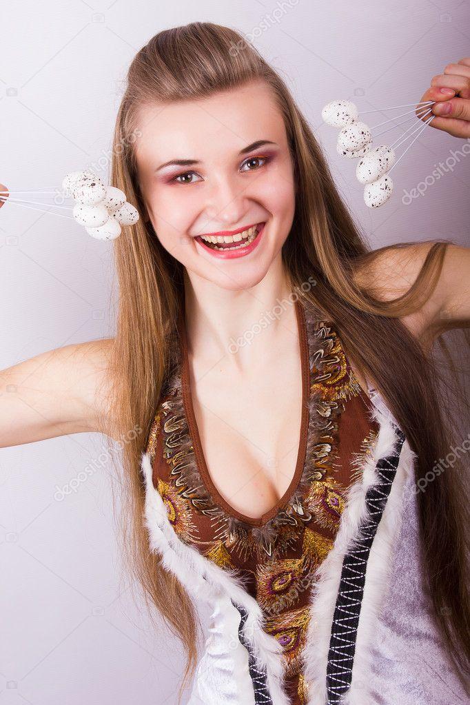 Portrait der schönen jungen braunhaarige Frau mit langen