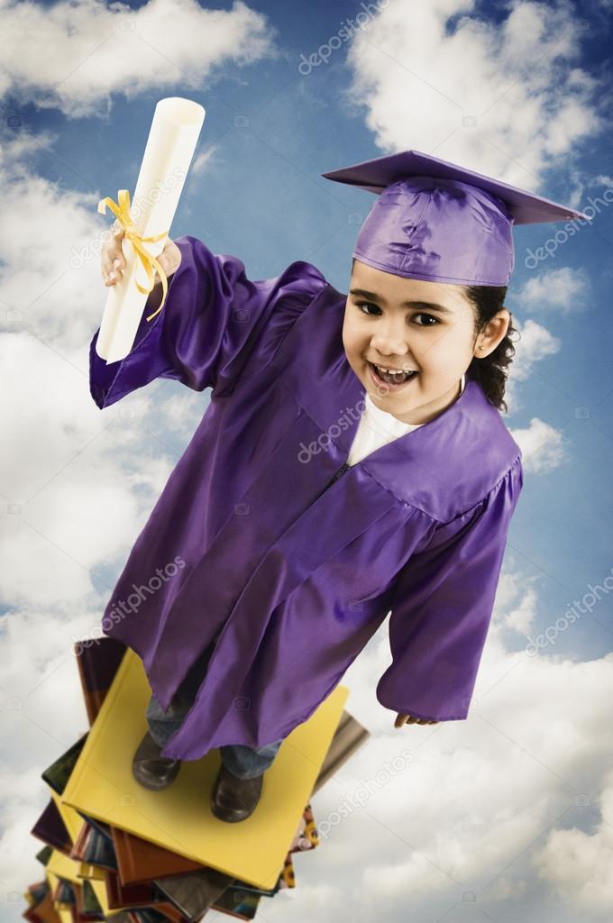 niña africana vistiendo toga y birrete graduación — Fotos de Stock ...