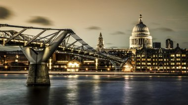Millennium bridge and St. Paul's cathedral