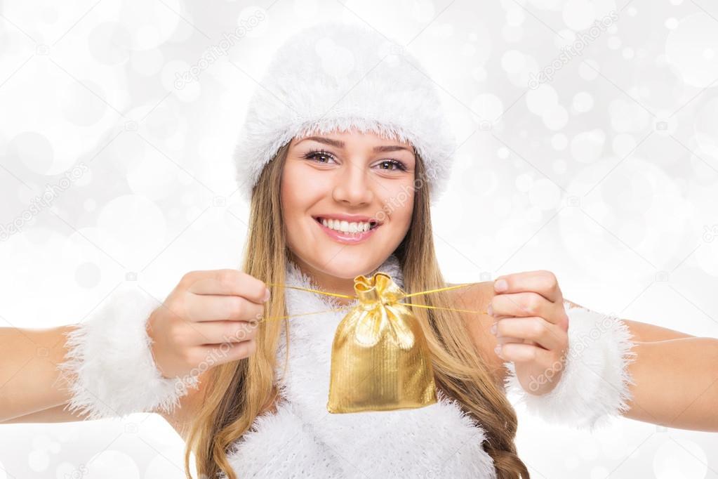 wunderschöne Teenager-Mädchen mit Weihnachtsgeschenk — Stockfoto ...