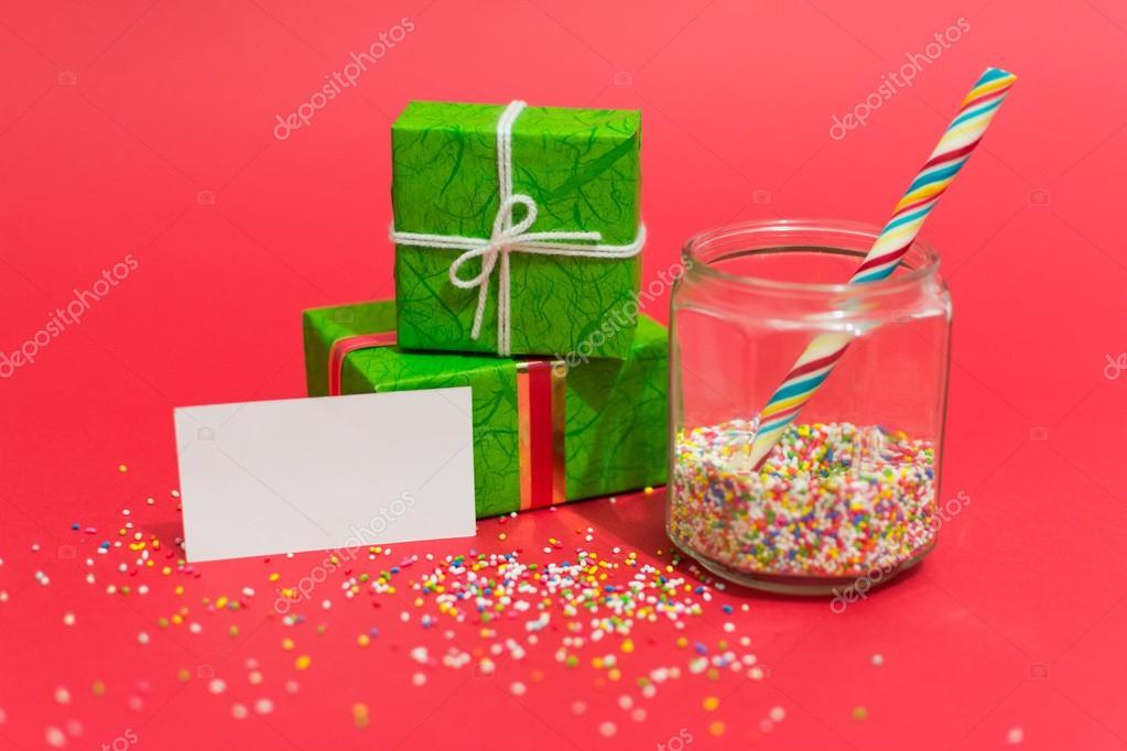 Weihnachtsgeschenke und Süßigkeiten mit einer Nachricht — Stockfoto ...