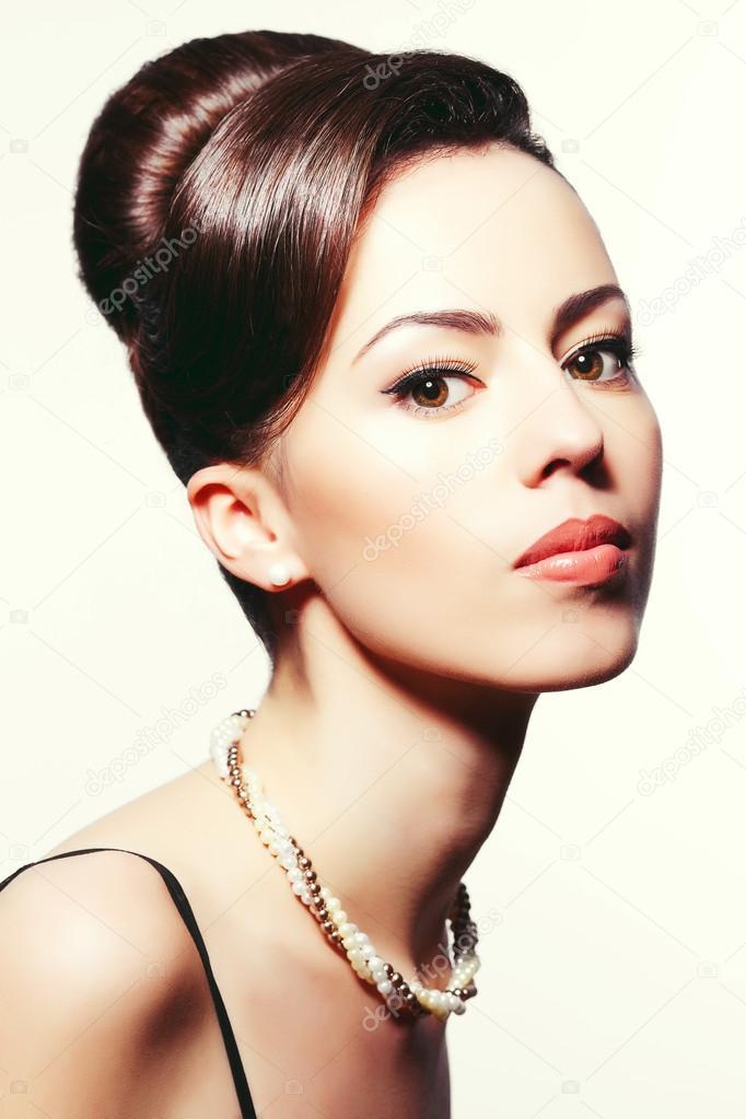 Portrait Einer Modischen Modell Mit Grossen Frisur Audrey Hepburn