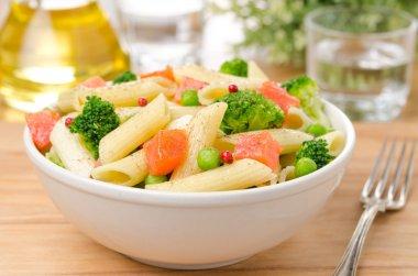 Salad with pasta, smoked salmon, broccoli and green peas
