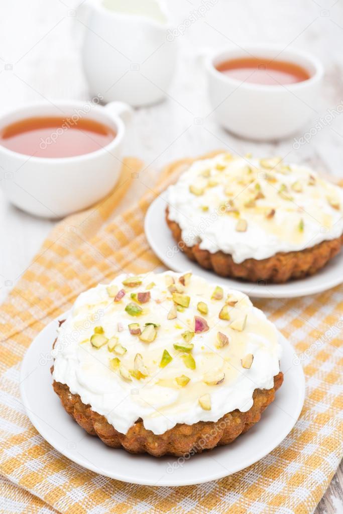 Mini Karotten Kuchen Mit Creme Aus Mascarpone Und Honig Stockfoto