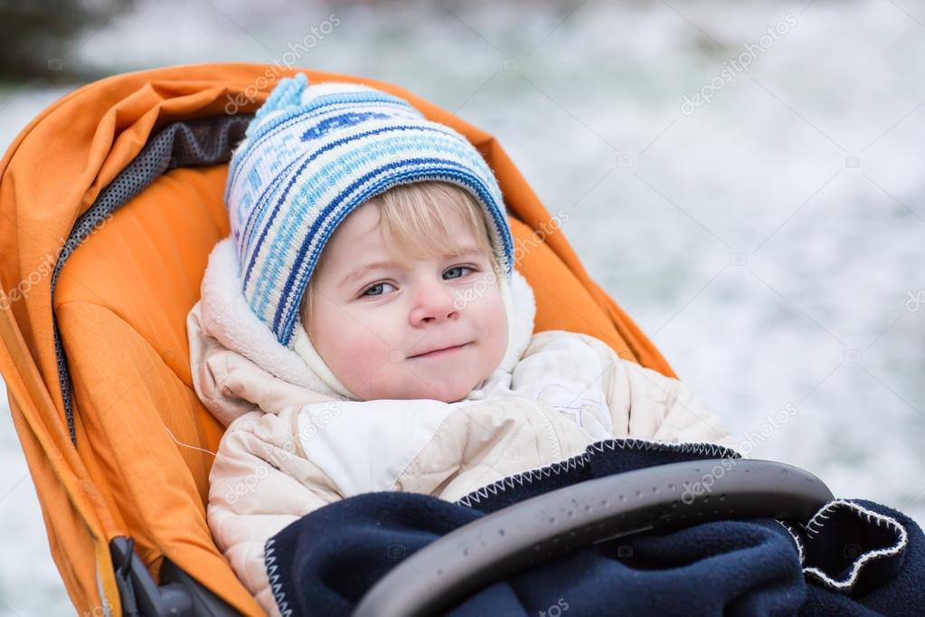 a2077be909d9 Little boy one year old in warm winter clothes — Stock Photo ...