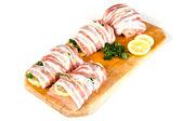 čerstvý losos balený ve slanině
