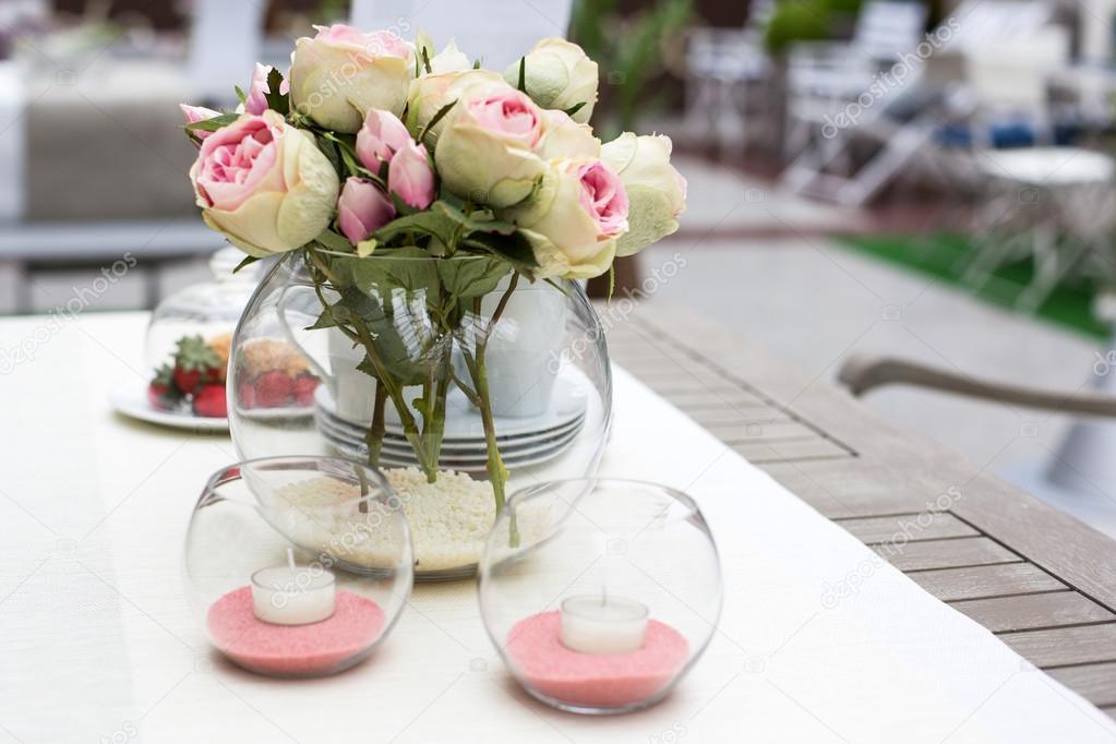 Dekoration Der Sommer Gartentisch Stockfoto C Romrodinka 25747331